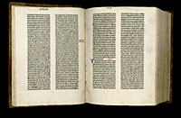 Image of the Gutenberg Bible open to pages 016 verso and 017 recto.